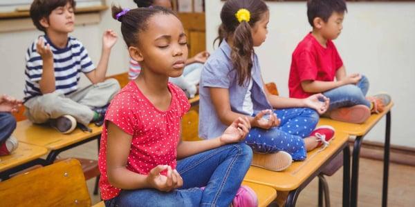 niños-meditando-1440x720